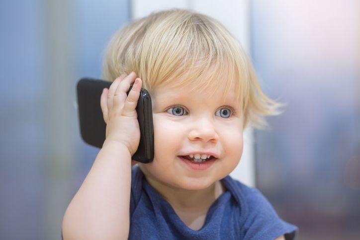 copil care vorbeste