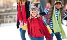 copii cu mama la patinoar