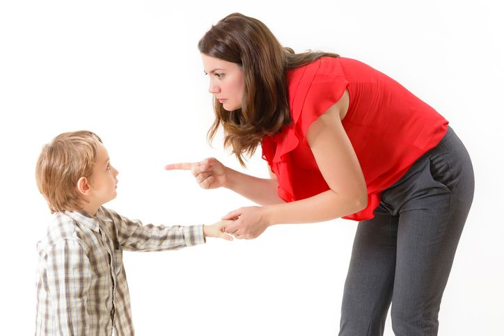 mama care cearta copilul