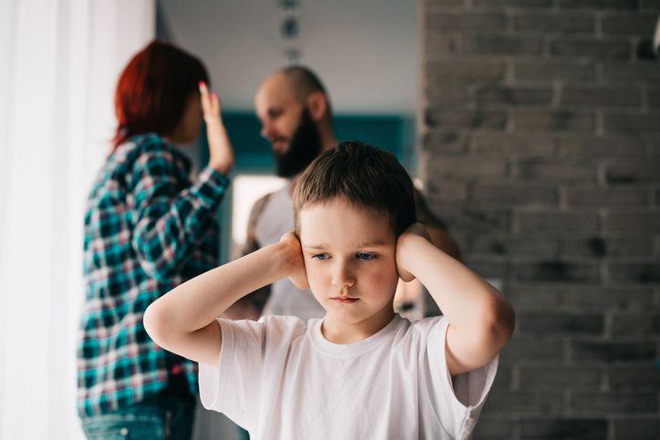 parinti care se cearta copii