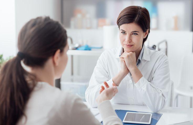 femeie consult medic
