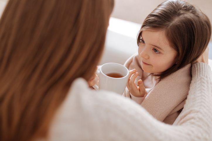 mama fiica racita ceai