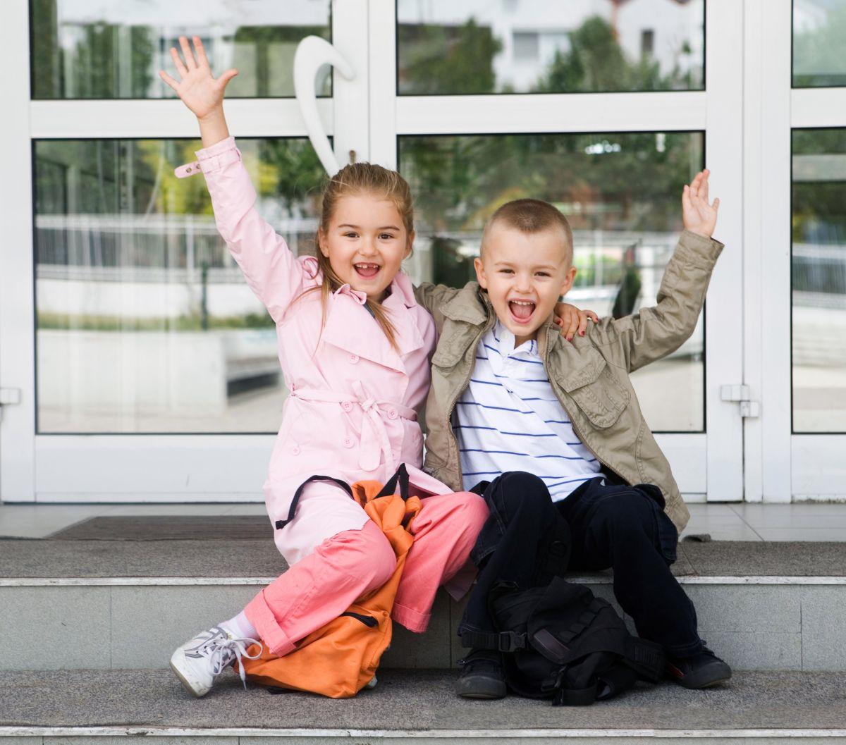 copii la revedere scoala