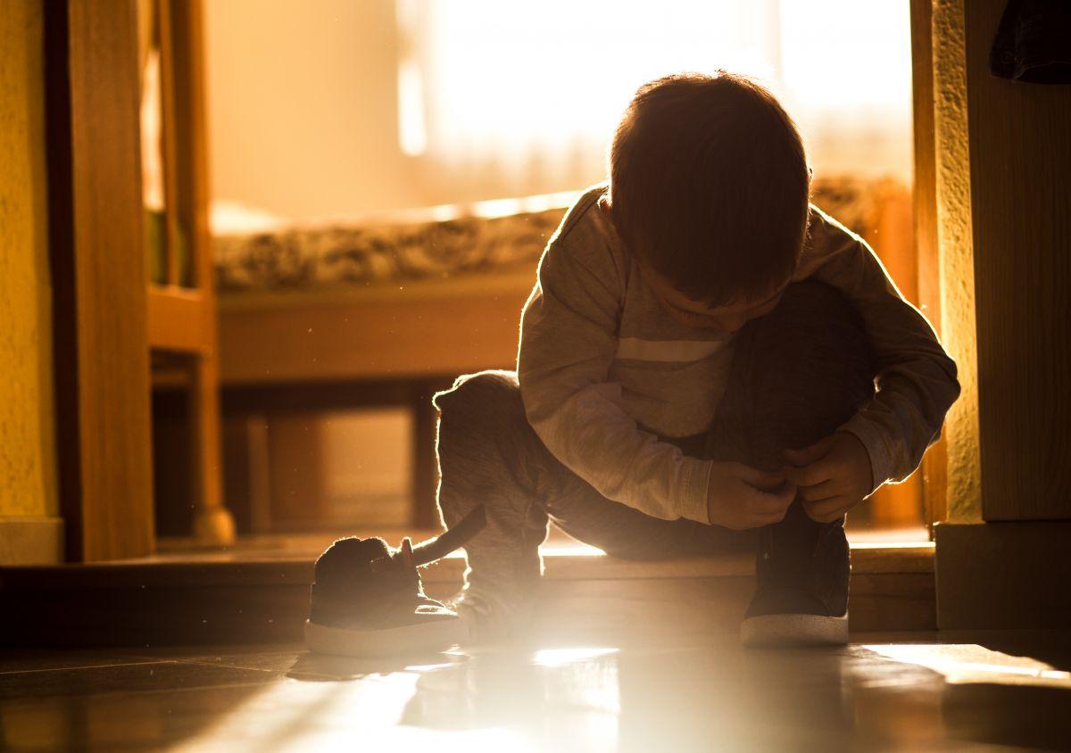 copil gradinita incaltaminte