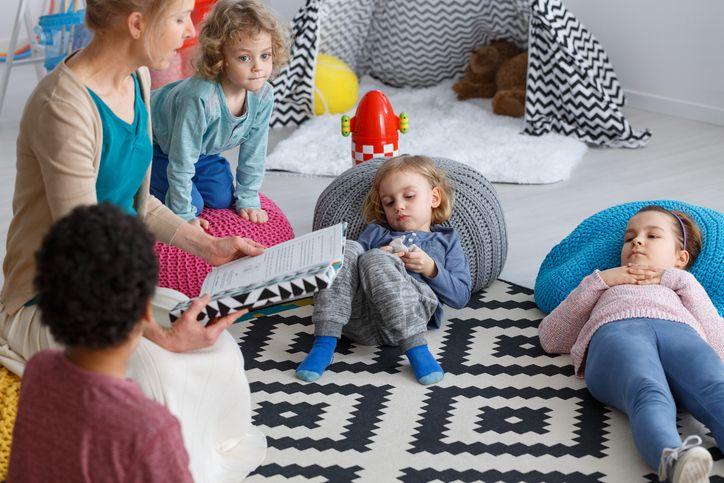 copii citit grădiniță