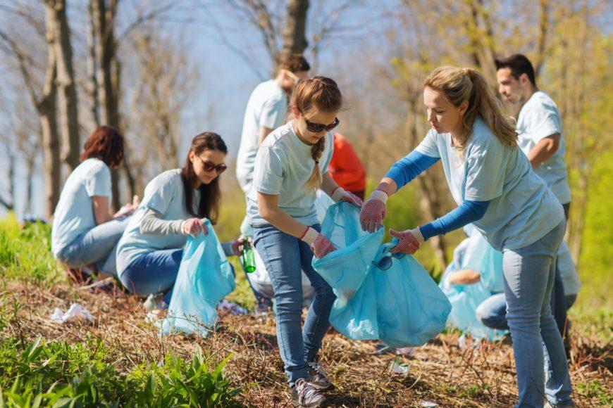 copii voluntariat strans gunoi