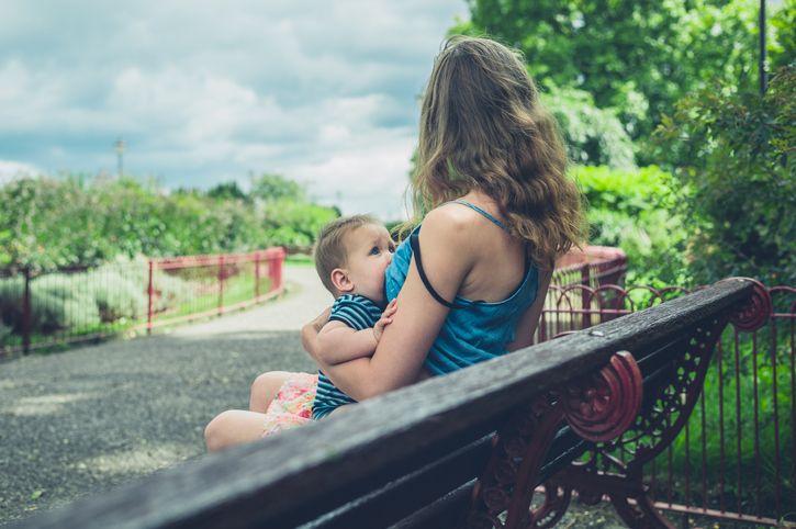 mama alaptare parc bebelus
