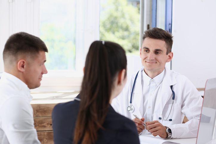 cuplu medic consultatie