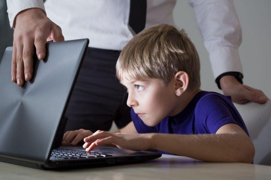 copil computer parinte
