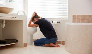 femeie greturi baie