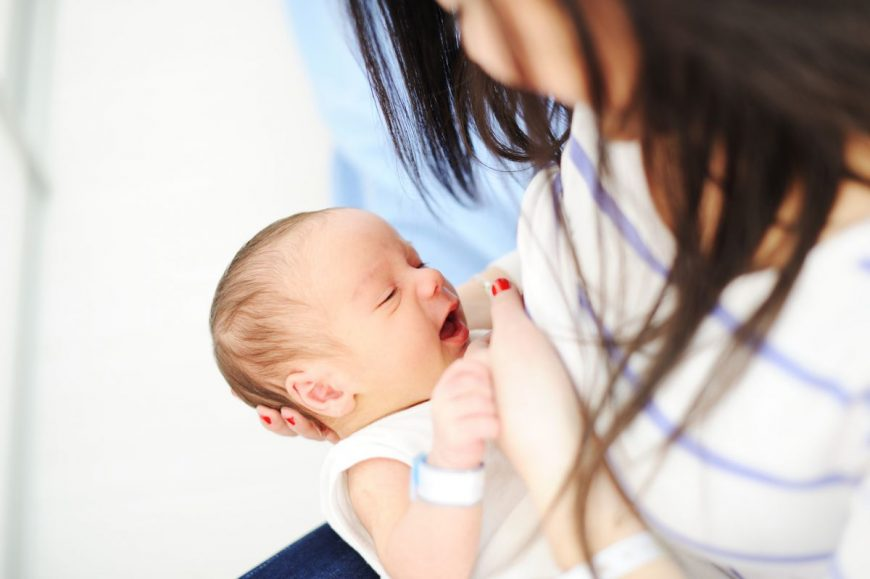bebelus alaptare mama