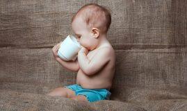 copil cana ceai pat
