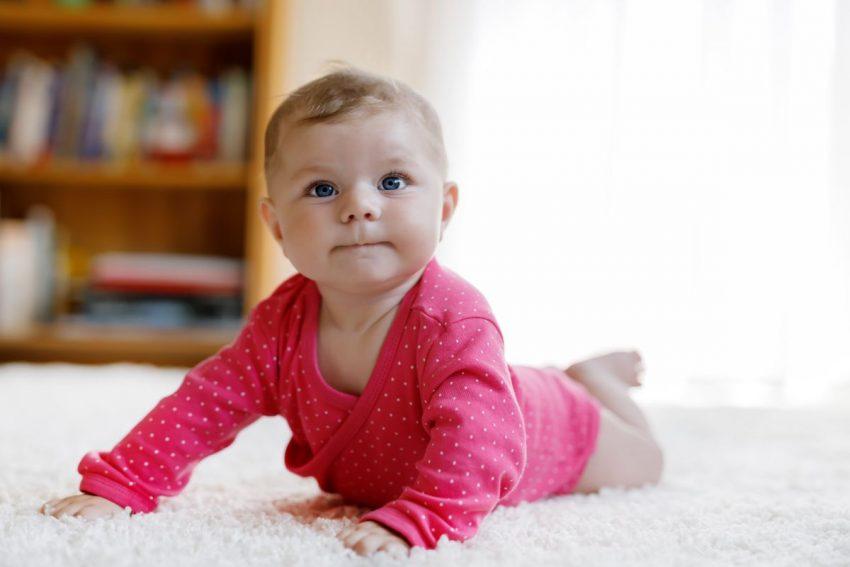 bebelus pe burta
