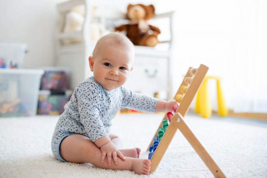 bebeluș la 8 luni