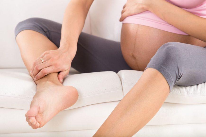 femeie sarcina picioare