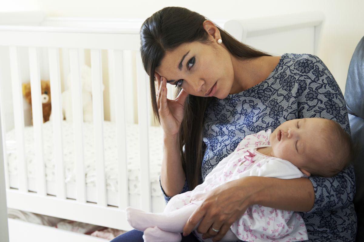 mama depresie dupa nastere mama trista bebelus