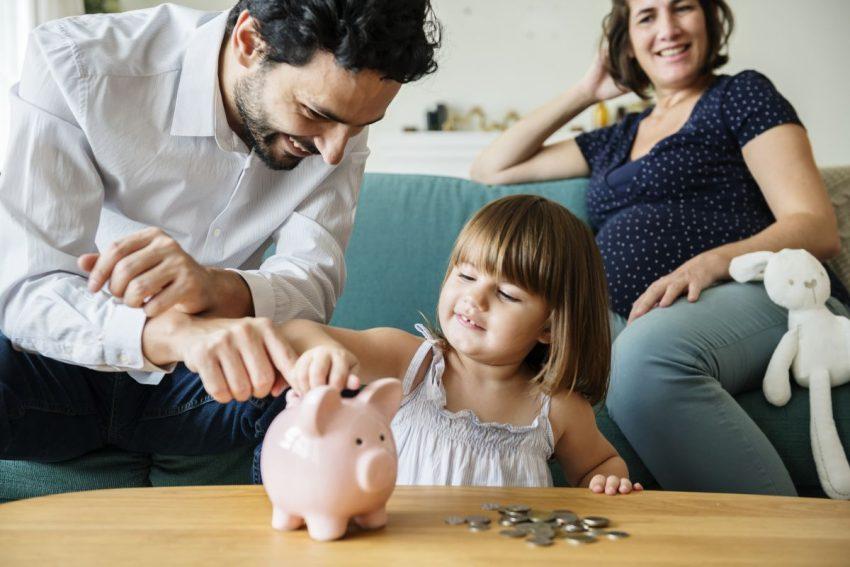 copil mama gravida tata bani