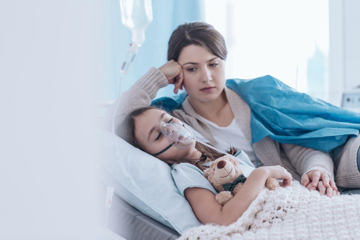 copil spital mama masca