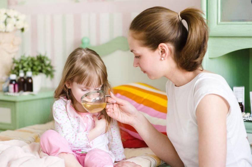 copil racit ceai