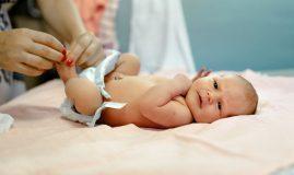 bebelus pampers mama