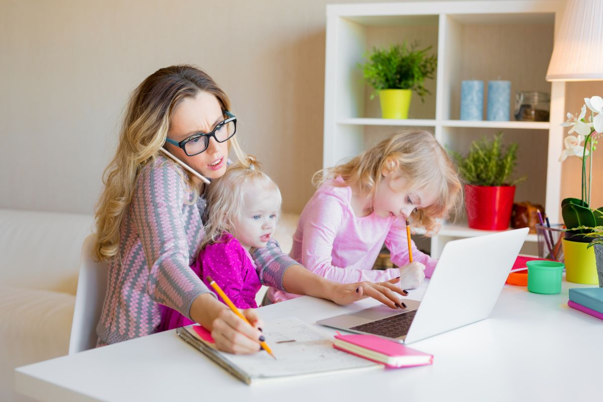 femeie multitasking