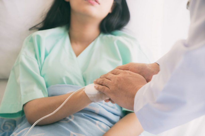 femeie spital medic