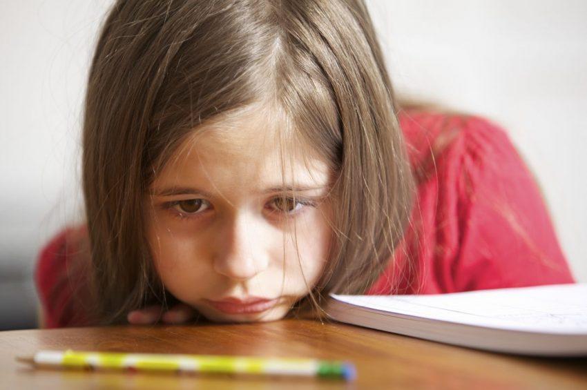 copil trist scoala