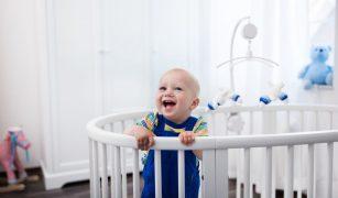 Jucării educative pentru bebeluşi