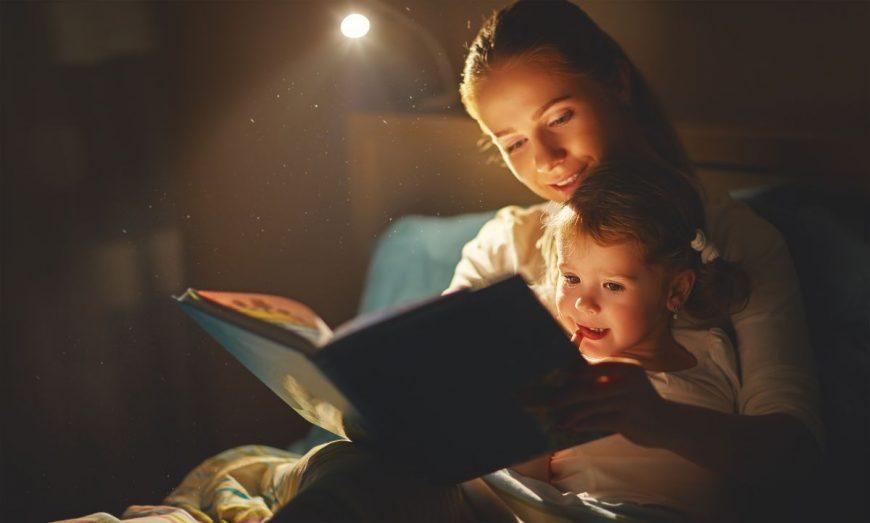 mama copil citit poveste