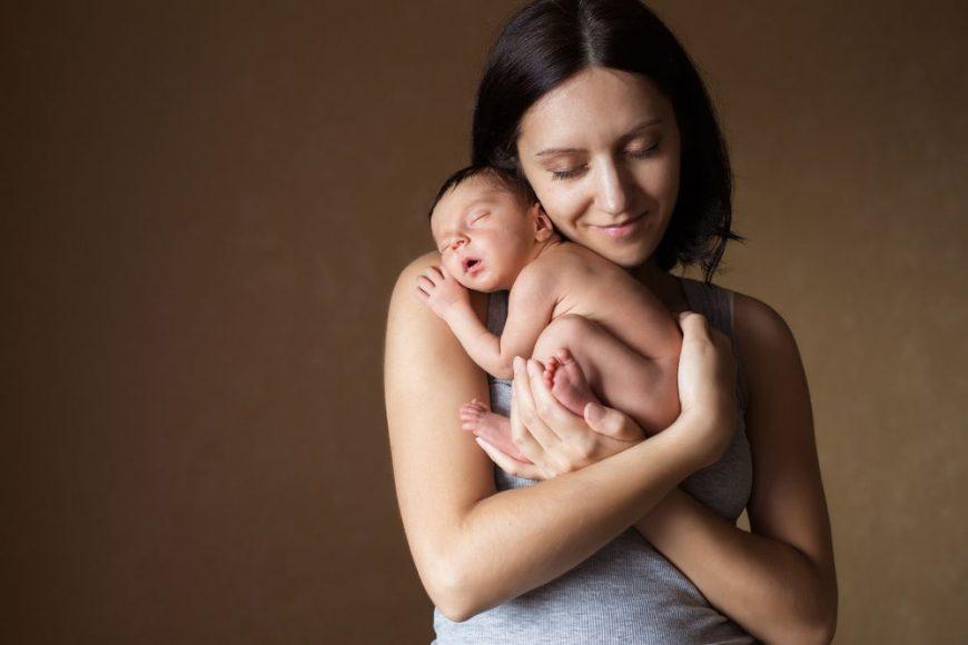 îmbrățișarea mamei