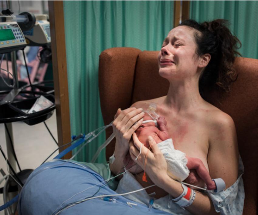 Fotografii din sala de nașteri