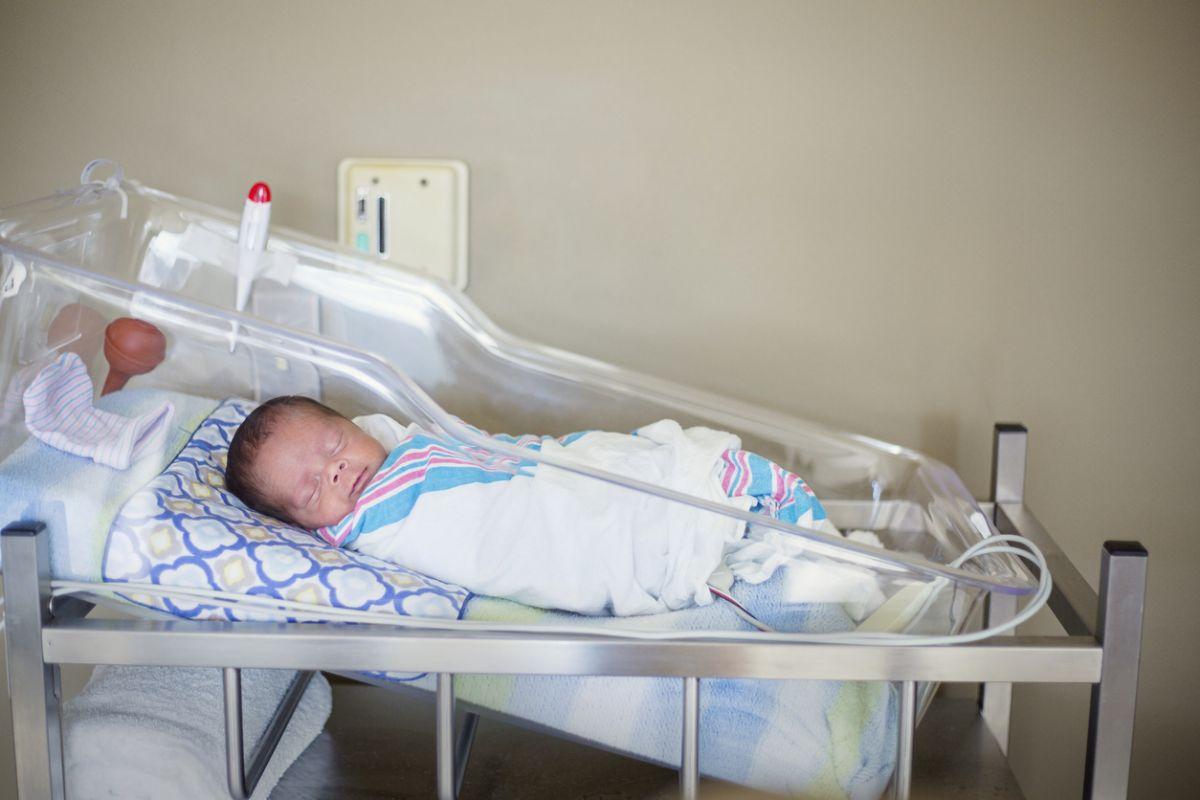 copii abandonați în spitale