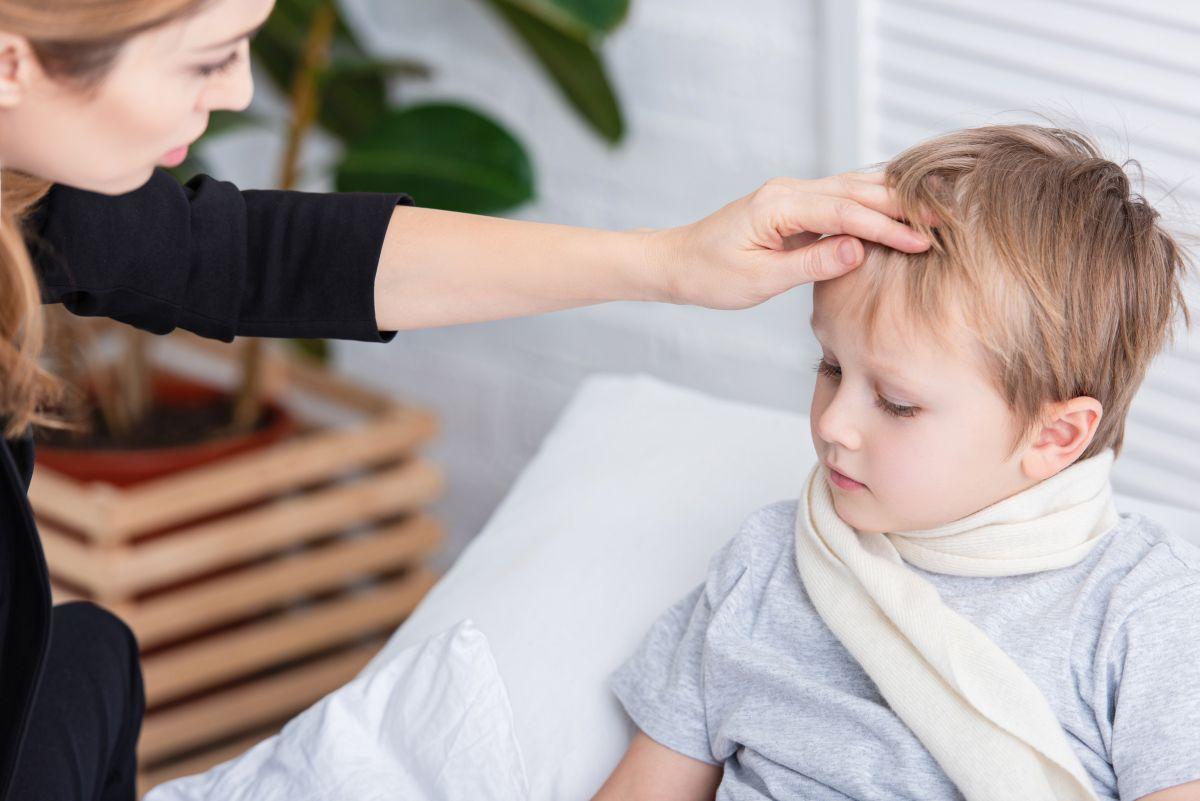 Copil cu febră la urgențe