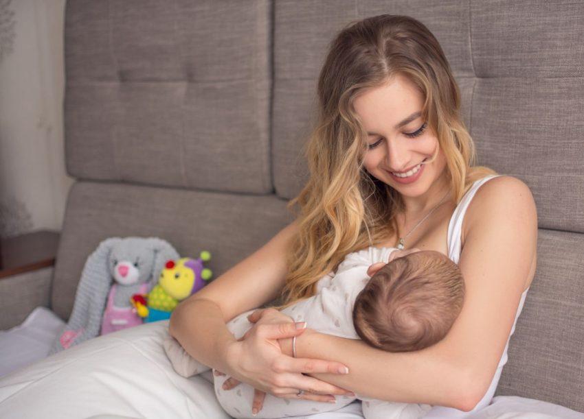 Bani de la primărie pentru nou-născuți