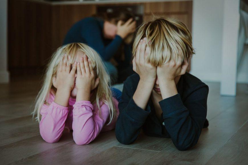 copil agitat