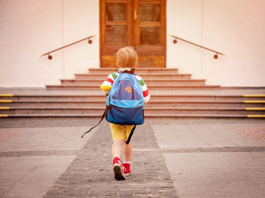 merge la scoala