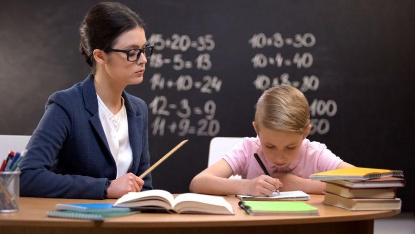 schimbi învățătoarea