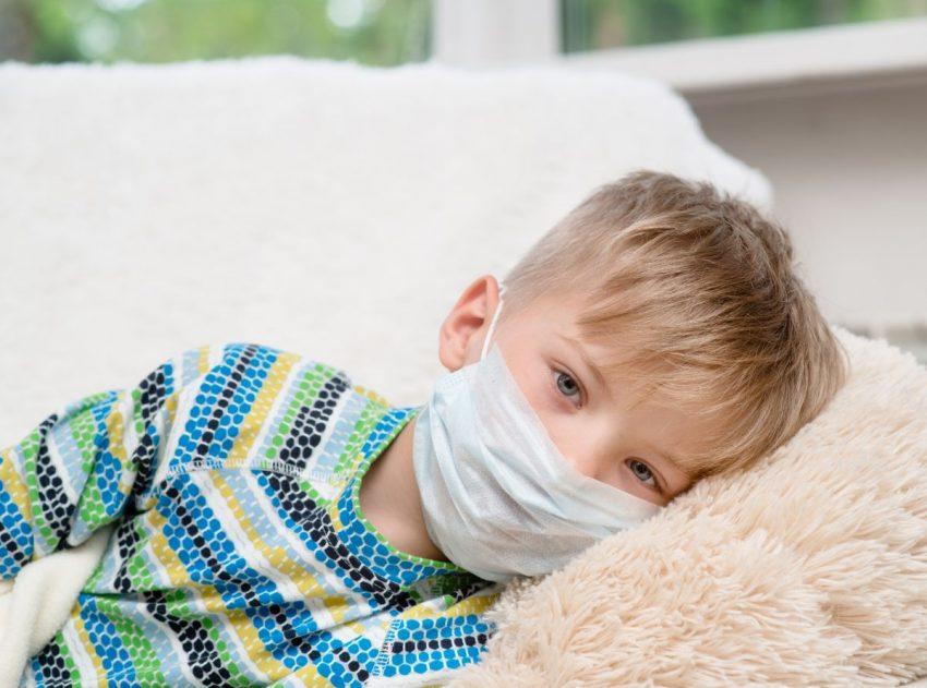 copil cu coronavirus