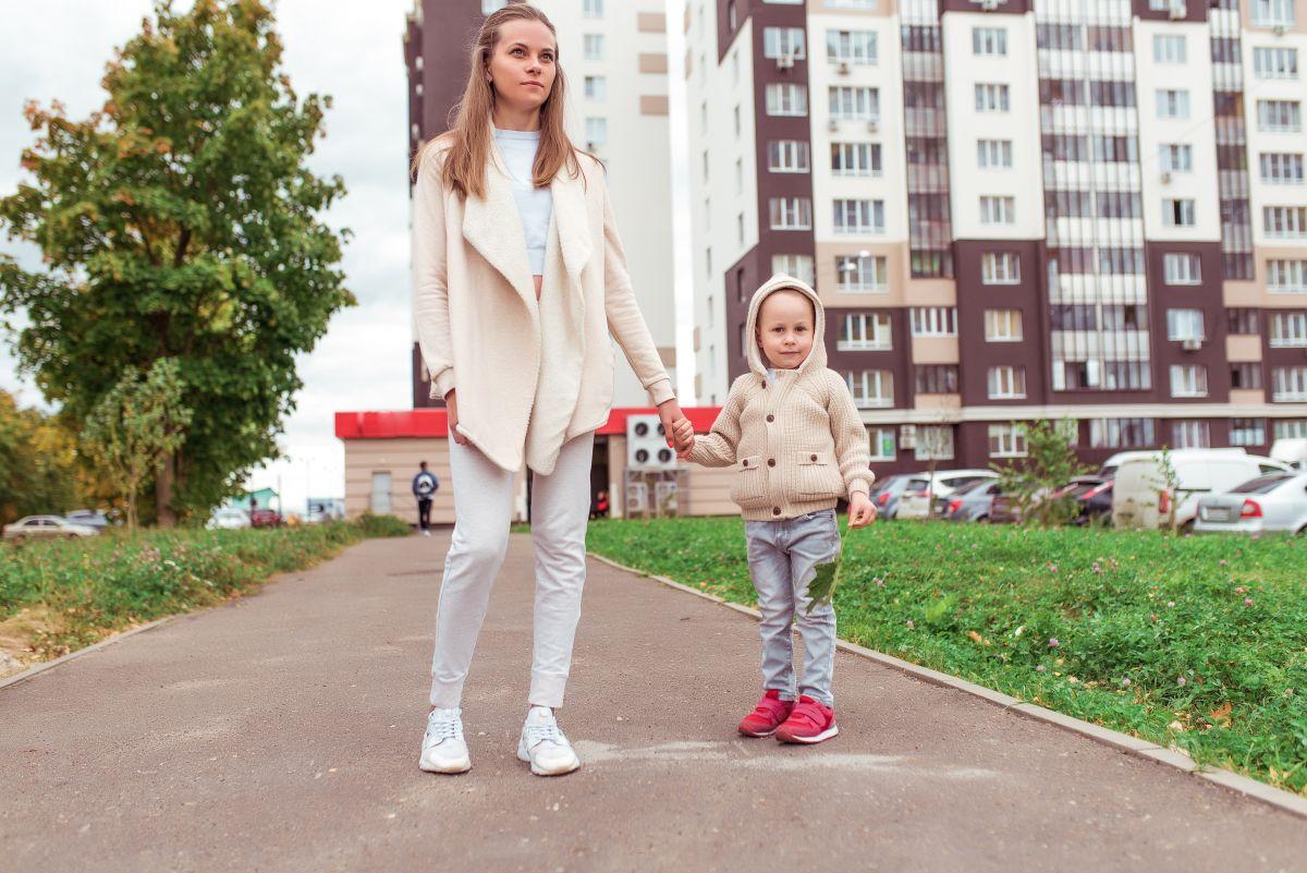 poți să scoți copilul la plimbare