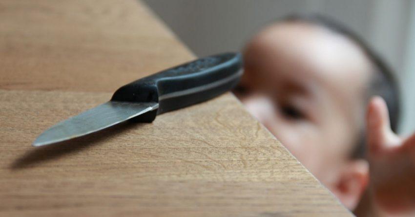 mort după ce s-a rănit cu un cuțit
