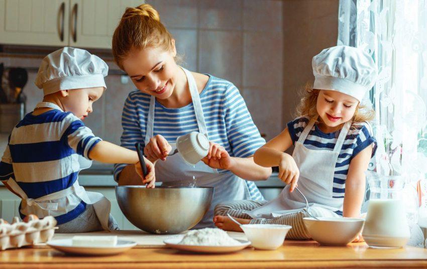 de ce e bine să învățăm copiii să gătească
