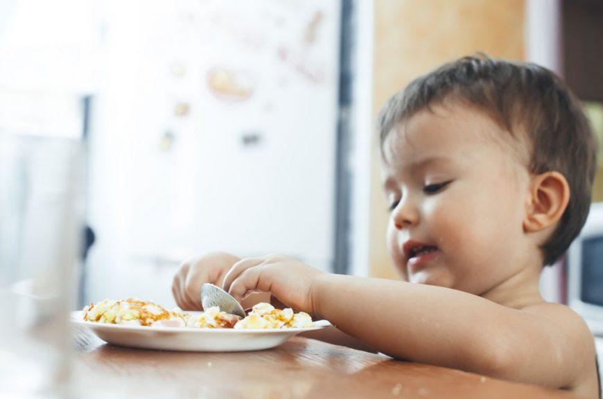 bebelusii au nevoie de carne si alimente alergene