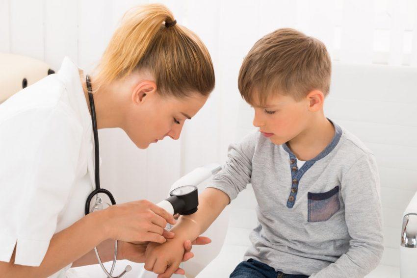 cum să alegi un dermatolog pentru copilul tău