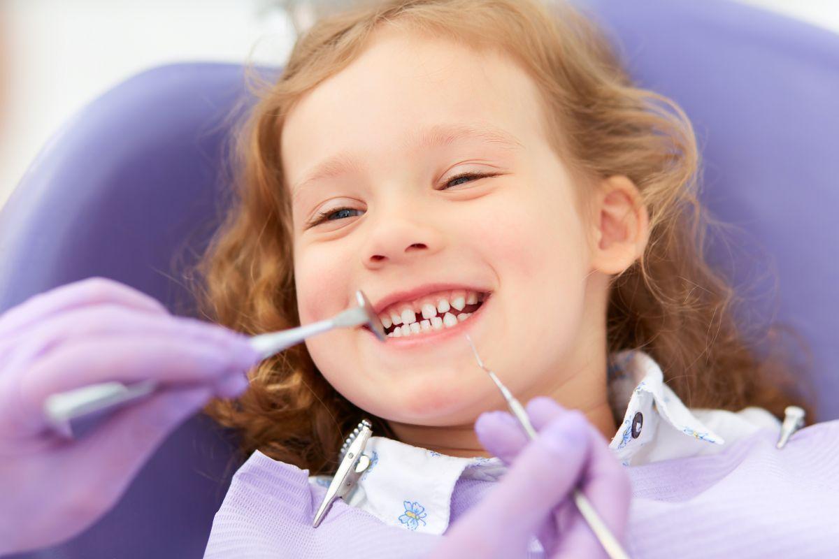 îngrijirea dinților de lapte