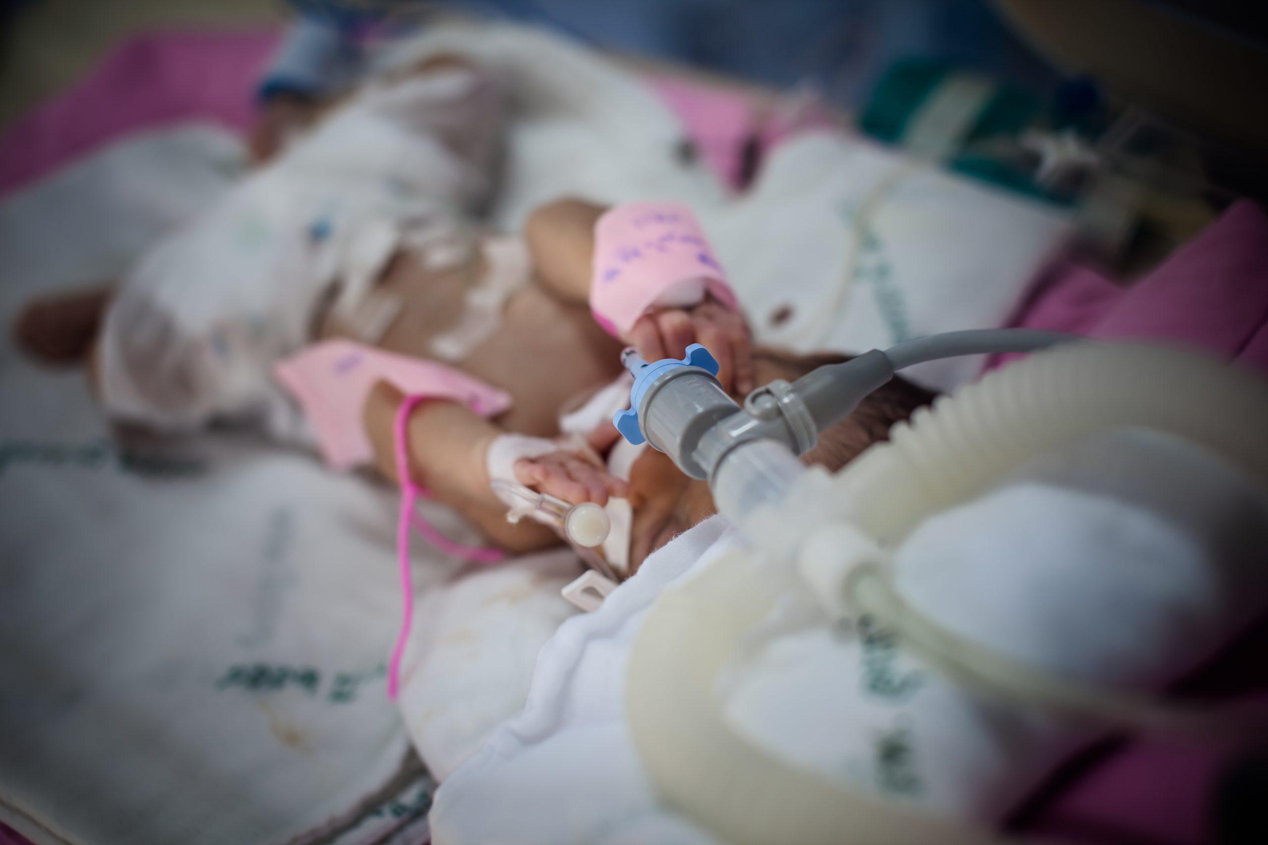nou născut la terapie intensivă