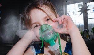 copil cu astm