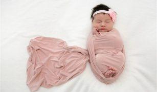 nou născut înfășat