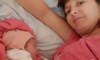 mamă și fiică după naștere