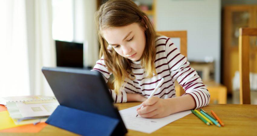 Peste un sfert dintre copiii din România nu au acces la educația online