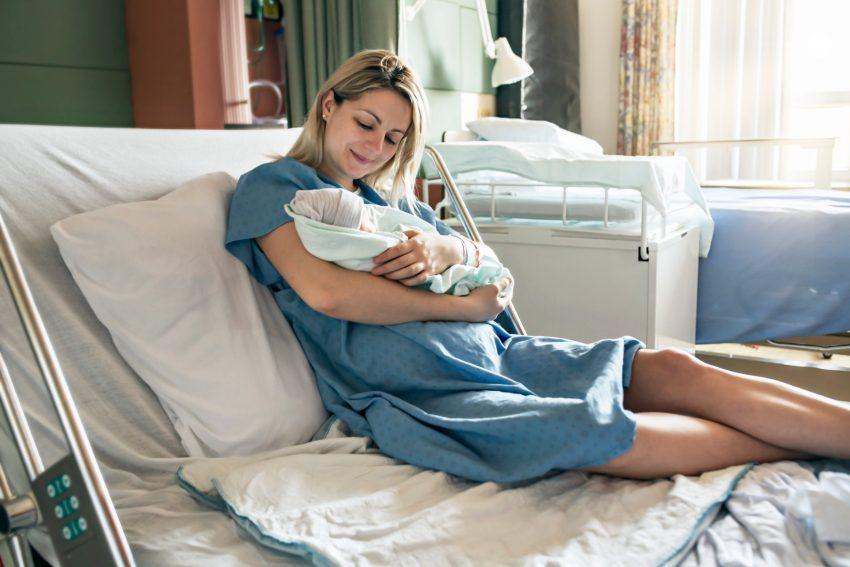 mamă și nou născut
